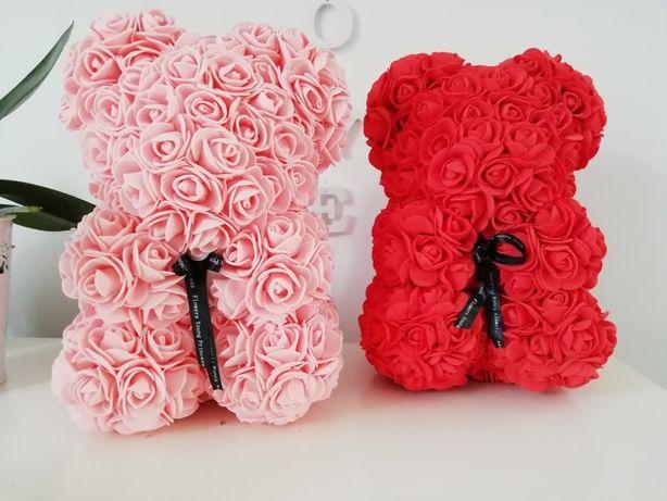 Miś piankowy, róże