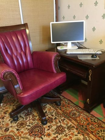 Стол компьютерный, кресло (кабинет руководителя)кожа, дерево 90000руб