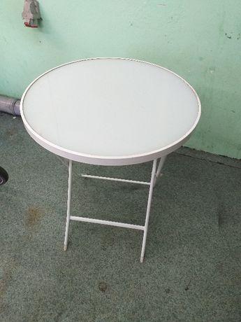 stół z dwoma krzesłami