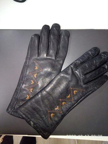 Перчатки осенние  женские кожаные .Размер S.