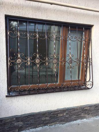 Решетки на окна, навесы ворота.