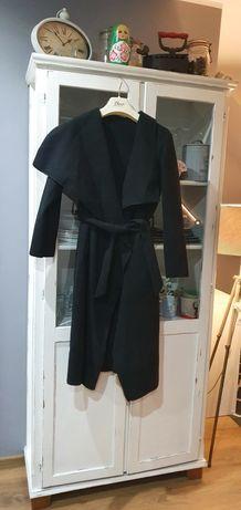 Czarny płaszczyk 36