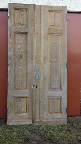 stare zabytkowe drzwi duże