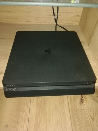 Konsola PS4 + pady + gry