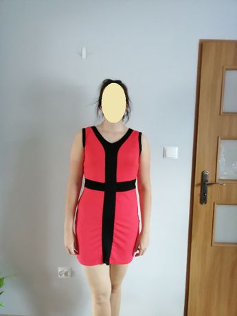 Czerwona sukienka mini z czarnymi wstawkami r. 38