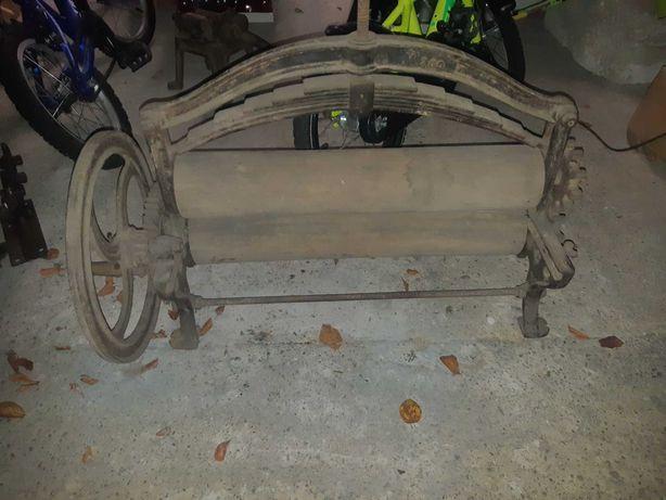 Stary zabytkowy przedwojenny magiel żeliwny Teck