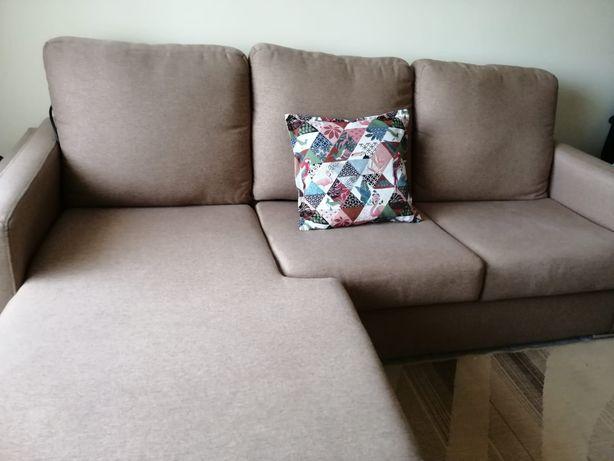 Sofá em tecido com chaise longue
