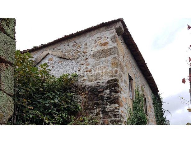 Moradia, situada na Rua 5 de Outubro Arco de Baúlhe