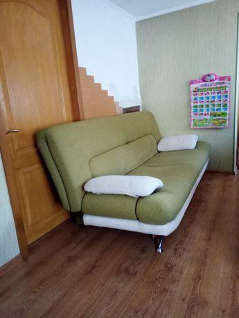 Продам диван в середньому стані