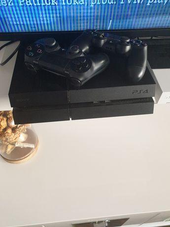Playstation 4 + 2 pady Fifa 17, 18, 19
