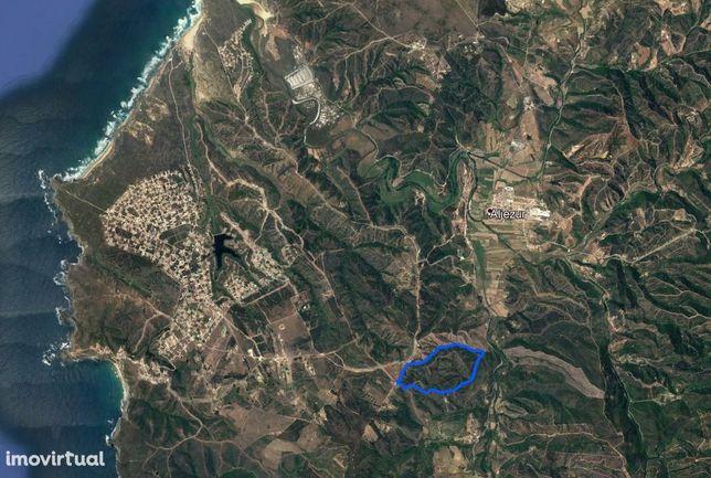 Grande terreno em Aljezur, próximo à Praia de Arrifana