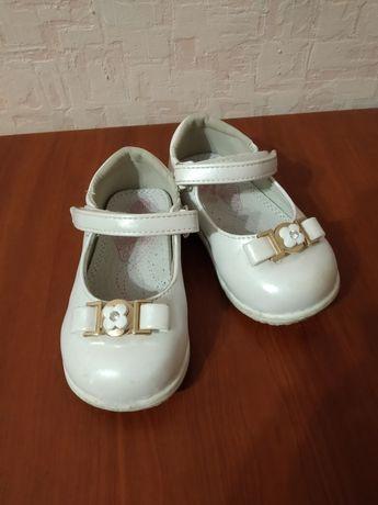 Туфли для девочки на годик