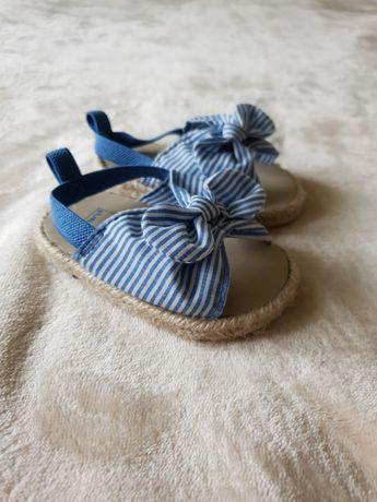 Босоніжки ,сандалі