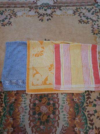 Продам махровые полотенца б/у цена за 3 шт