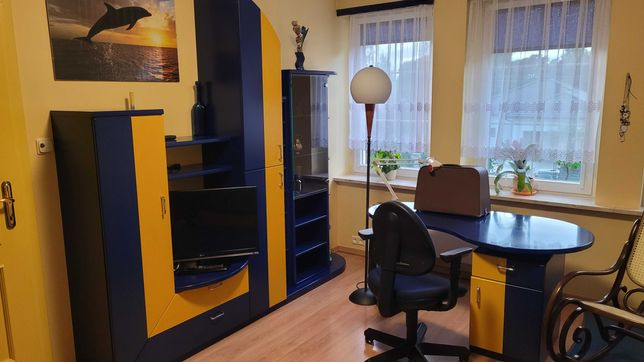 Komplet mebli młodzieżowy. Łóżko, szafa, meblościanka, biurko, kanapa