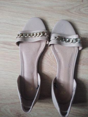 Sandałki beżowe na lato