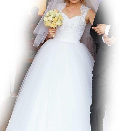 Suknia ślubna - klasyczna księżniczka z koronką