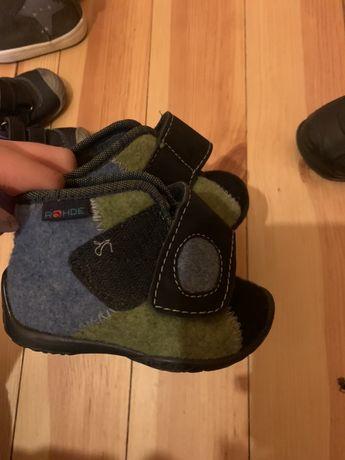Гарні черевички дитячі