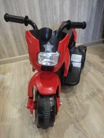 Электромотоцикл трехколесный Be2Me красный