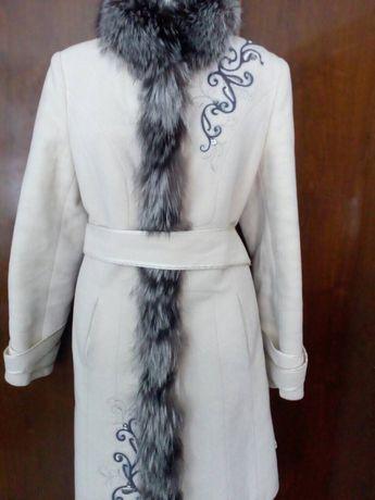 Шерстяное пальто с чернобуркой