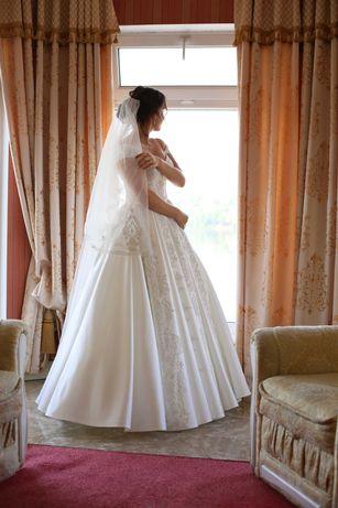 Атласна весільна сукня, Продаємо срочно, можлива примірка.