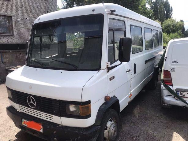 Mercedes 811 D REX