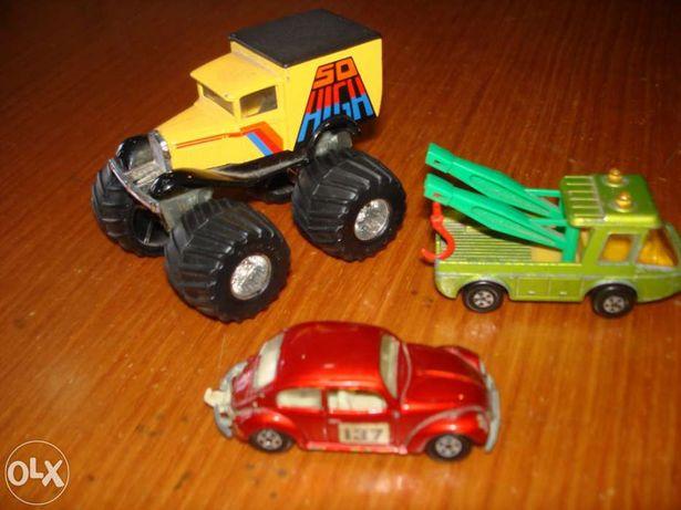 3 Miniaturas de coleção Matchbox com muitos anos