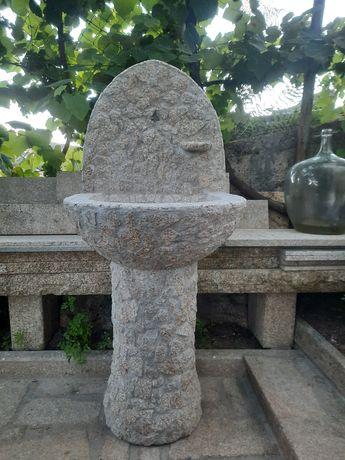 Fontanário em pedra