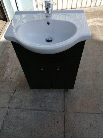 """Móvel de casa de banho com lavatório e torneira """"Roca"""" incluída"""