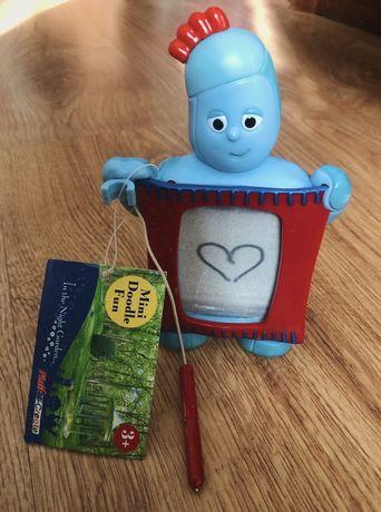 Iggle Piggle dobranocny ogród zabawka z mini tablicą do pisania