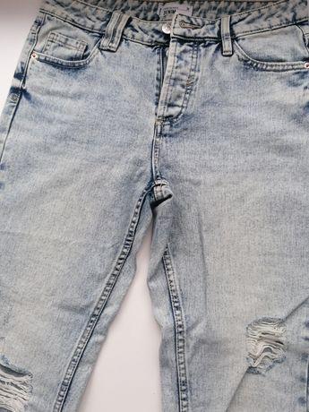 Spodnie boyfriend z dziurami
