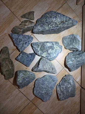 Skały do akwarium Dark grey stone i  Bryła zielona