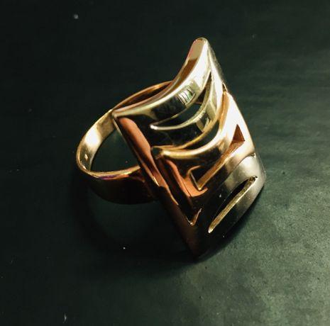Золота каблучка 585 проба (5,57 гр) розмір 19