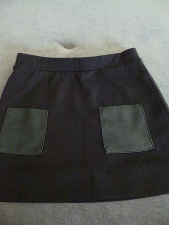 Czarna spódniczka z kieszeniami rozm. 110- 116 cm