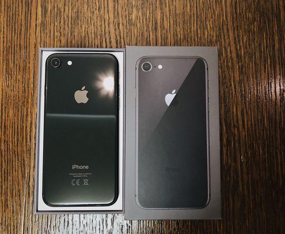 Продам айфон8.