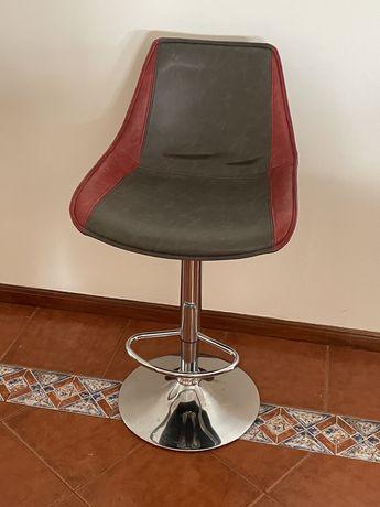 Cadeira alta / banco alto acolchoado