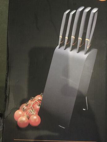 Nowy komplet noży Fiskars 978791 Edge 5 noży w bloku