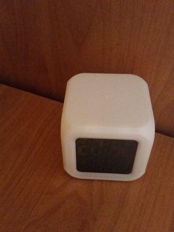 Budzik termometr zegarek podświetlany kolorowo