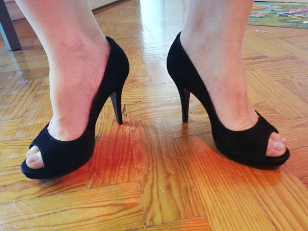 Sapatos pretos veludo, salto alto, SCHUTZ tamanho 37