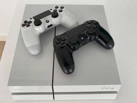 PS4 Branca + 2 comandos +8 jogos