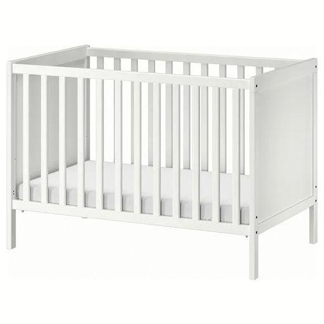 Quarto de Bebê , cama, roupeiro e cômoda