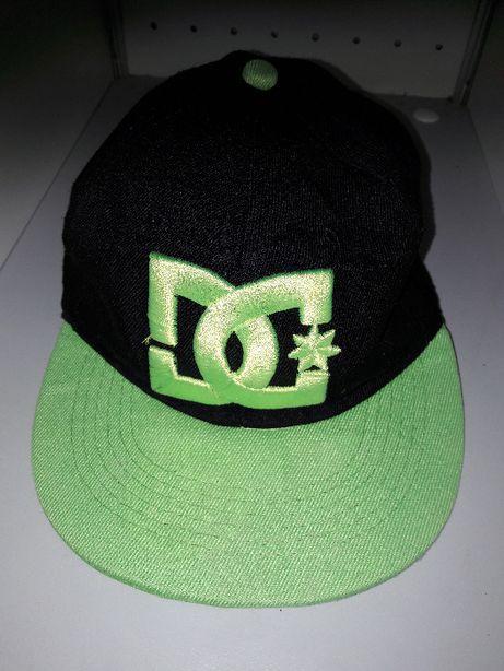 Boné preto e verde da DC