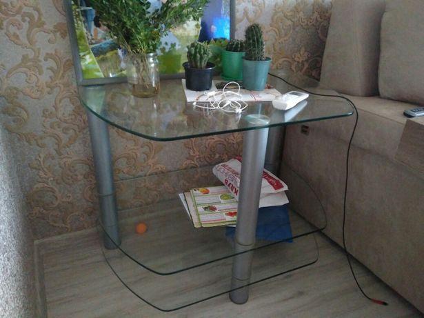 Стеклянный столик стол