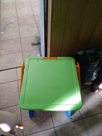 Tablica stół krzesełko wystawione do 24 lutego