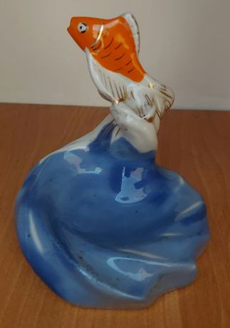Фарфоровая фигурка-пепельница рыбка на волнах