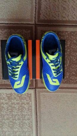 Продам спортивную обувь для мальчика