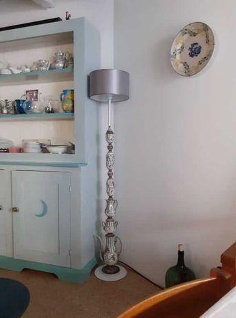 Candeeiro de pé de um serviço de chá de Alcobaça