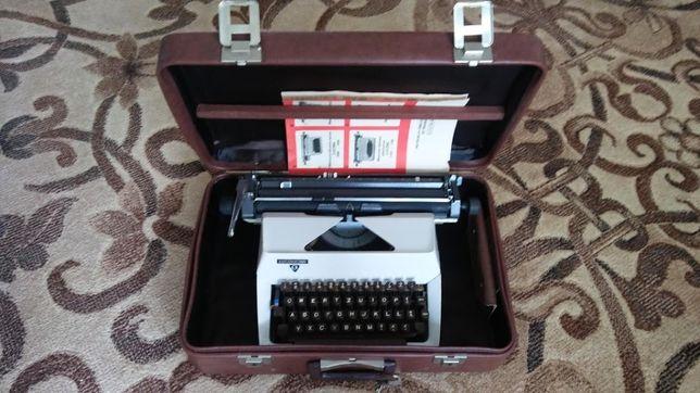 Maszyna walizkowa do pisania łucznik 1303