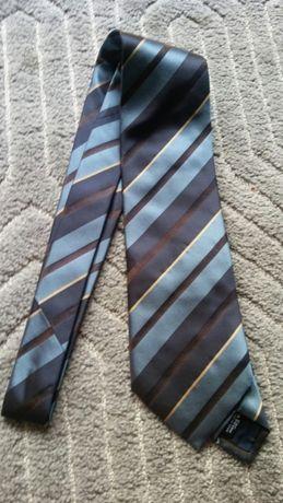 Nowy krawat z metką
