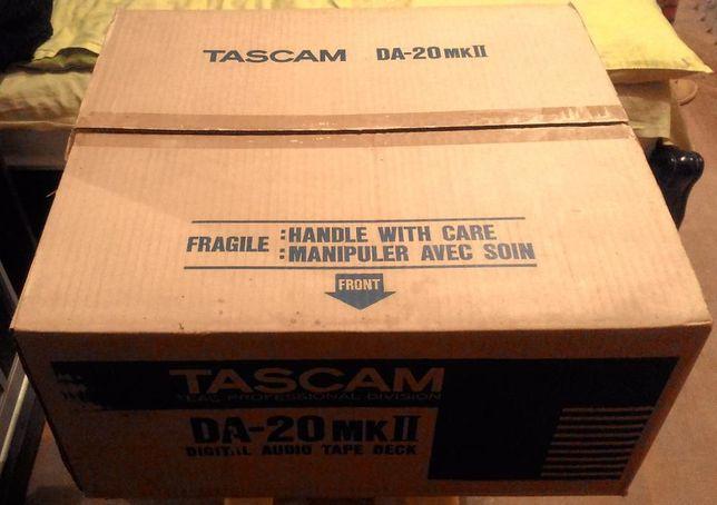 Продам профессиональную DAT-деку (магнитофон) TASCAM DA-20 MKll НОВЫЙ!